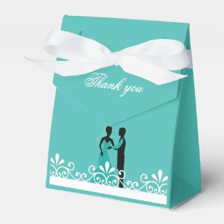 El boda elegante blanco del trullo del novio de la caja de regalos