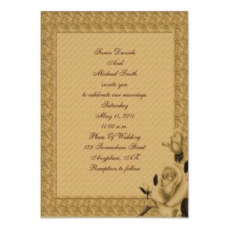 El boda floral de los capullos de rosa de oro invitaciones personalizada