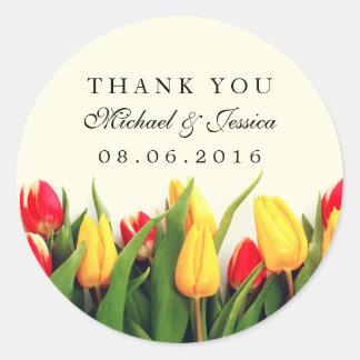 El boda floral de los tulipanes coloridos le pegatina redonda