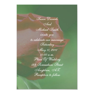 El boda floral del capullo de rosa rojo invita invitación 12,7 x 17,8 cm