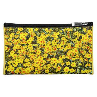 El bolso cosmético medio de las mujeres -