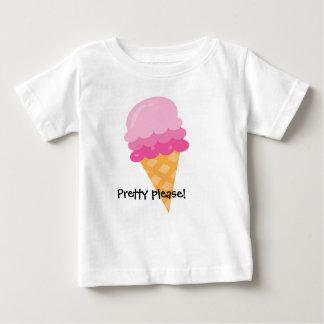El bonito satisface la camiseta rosada del verano