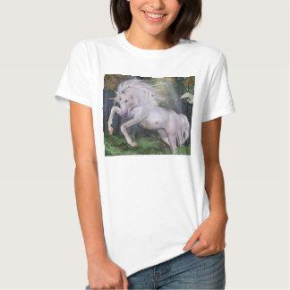 El bosque del unicornio protagoniza el azul de camisetas