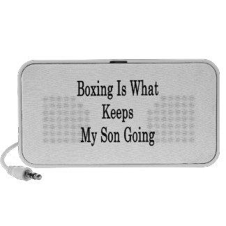 El boxeo es qué guarda mi ir del hijo altavoces de viaje