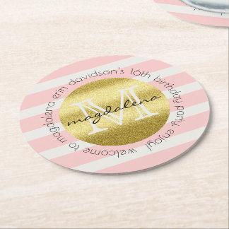 El brillo de moda del oro del monograma se posavasos de papel redondo