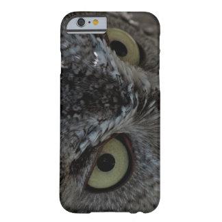 El búho observa el caso del iPhone 6 de la foto Funda Para iPhone 6 Barely There