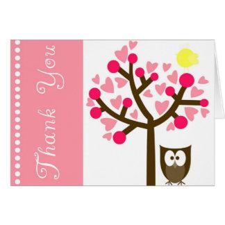 El búho rosado de la flor de cerezo del corazón le tarjeta de felicitación