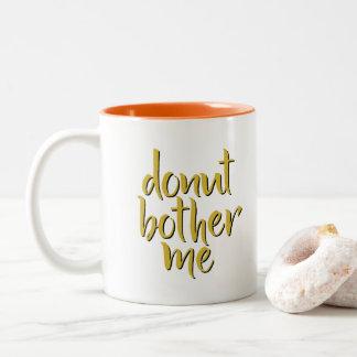 El buñuelo me molesta taza de café