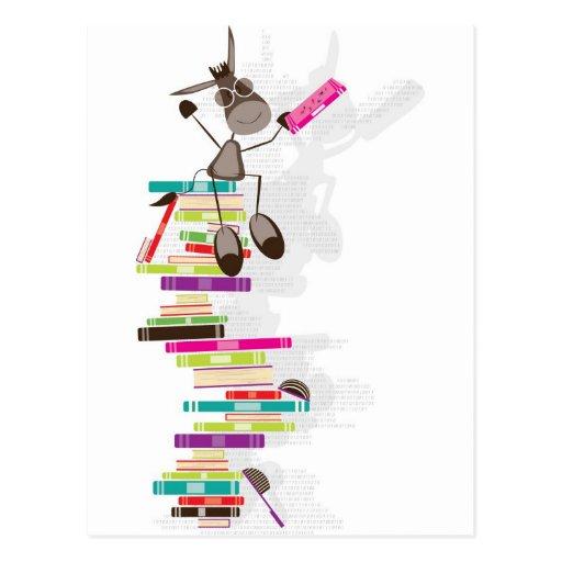 El burro intelectual encima de una torre de libros tarjeta postal