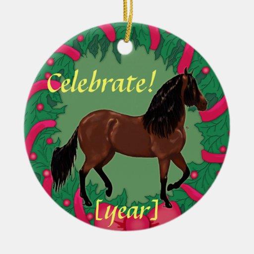 El caballo de Paso Fino de la bahía celebra navida Ornamento De Reyes Magos