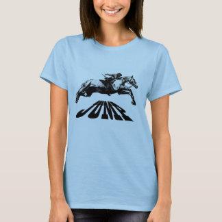 El caballo que salta la camiseta ecuestre
