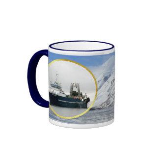 El cabo de Hornos, barco rastreador de fábrica en Taza De Dos Colores