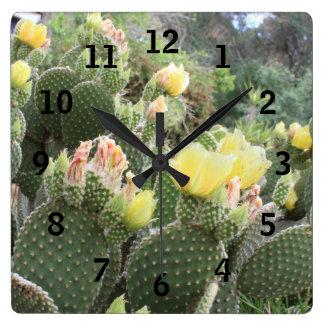 El cactus florece el reloj de pared