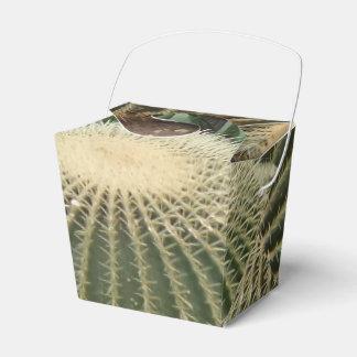 El cactus saca la caja del favor
