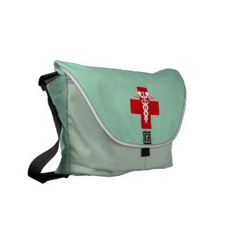 El caduceo de la enfermera friega verde bolsa de mensajeria