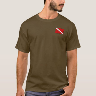 El café calienta una camiseta del buceador dos