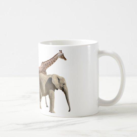 El caminar aislado de las jirafas y de los taza de café