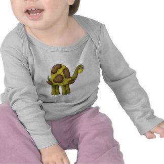 El caminar alto de la tortuga camiseta