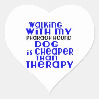 El caminar con mis diseños del perro de caza del pegatina en forma de corazón