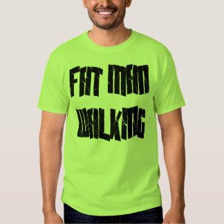 El caminar gordo del hombre camiseta