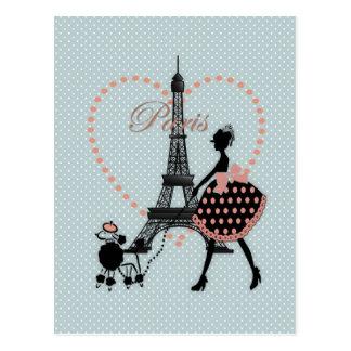 El caminar romántico lindo de la silueta del chica postales