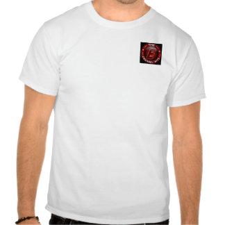 El canal de E golpea la camiseta