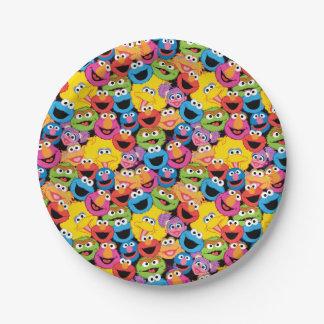 El carácter del Sesame Street hace frente al Plato De Papel