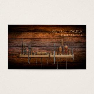 El carpintero equipa al profesional de madera tarjeta de visita