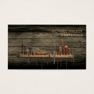 El carpintero equipa la madera rústica profesional tarjeta de negocios