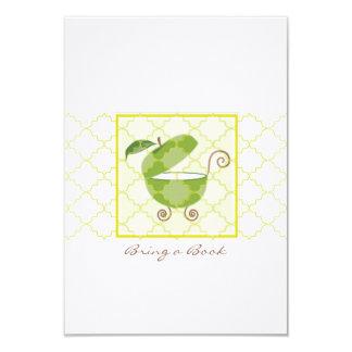 El carro de bebé verde de Apple el   trae un libro Invitación 8,9 X 12,7 Cm