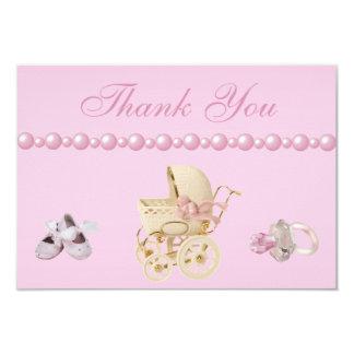 El carro de bebé, zapatos, pacificador, perlas le invitación 8,9 x 12,7 cm