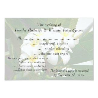 El casarse de RSVP invita a Plumeria hawaiano Invitación