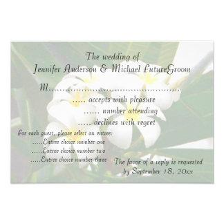El casarse de RSVP invita a Plumeria hawaiano