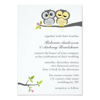 El casarse gris y amarillo de los búhos invitación 12,7 x 17,8 cm