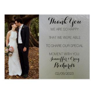 El casarse le agradece floral blanco de la postal