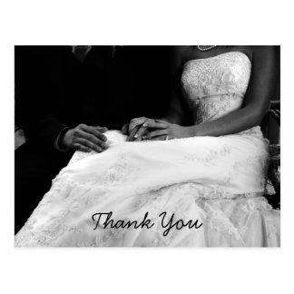 El casarse le agradece las tarjetas postal