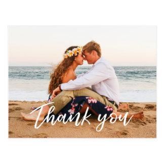 El casarse le agradece mano moderna de la postal