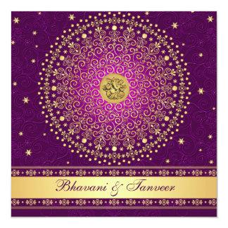 El casarse púrpura hindú de las volutas del oro de invitación 13,3 cm x 13,3cm