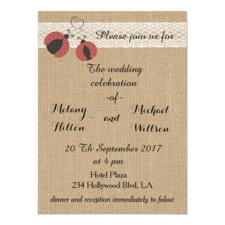El casarse romántico rústico de las mariquitas de invitación 13,9 x 19,0 cm