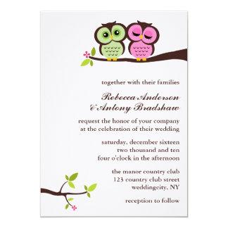 El casarse verde y rosado de los búhos invitación 12,7 x 17,8 cm