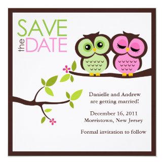 El casarse verde y rosado de los búhos invitación 13,3 cm x 13,3cm