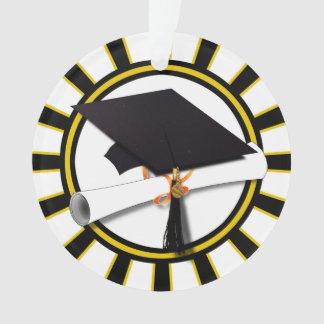 El casquillo y el diploma w/School del graduado