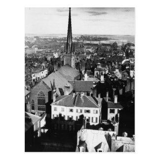 El chapitel adornado de una iglesia en Boston Postal