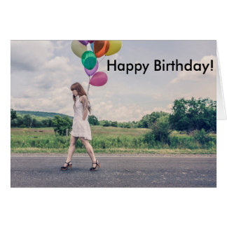 El chica hincha el retiro del cumpleaños de la tarjeta de felicitación