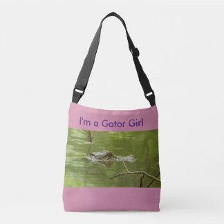 El chica rosado del cocodrilo cruza encima bolsa cruzada