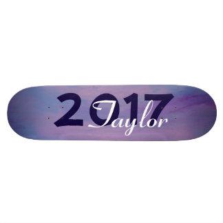 El cielo azul púrpura rosado frívolo se nubla la patineta personalizada