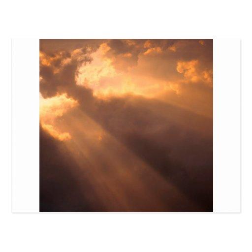 El cielo irradia esperanza tarjeta postal