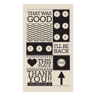 El cliente de la tienda de buñuelo recompensa la tarjetas de visita