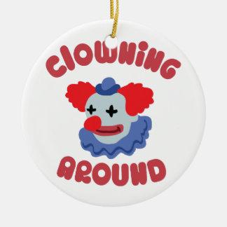 El Clowning alrededor Adorno Redondo De Cerámica