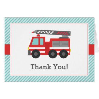 El coche de bomberos rojo le agradece observar tarjeta pequeña